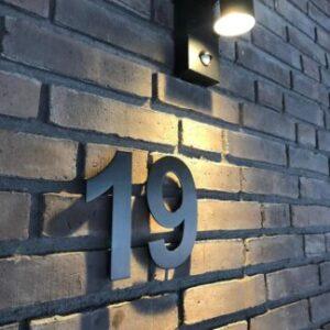 Huisnummers Zwart 15 cm Arial